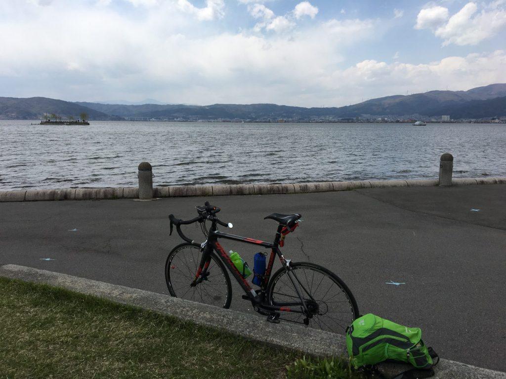 12:39 諏訪湖で休憩
