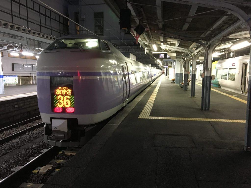19:03 スーパーあずさ36号