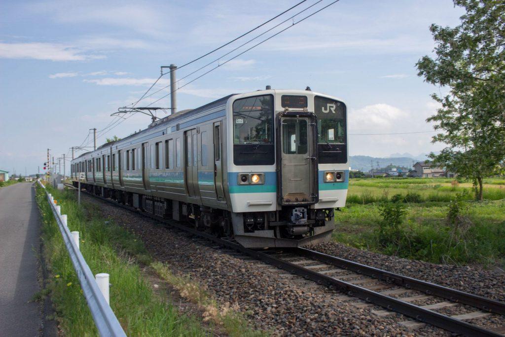 08:35 ちょうどやってきた大糸線の列車。